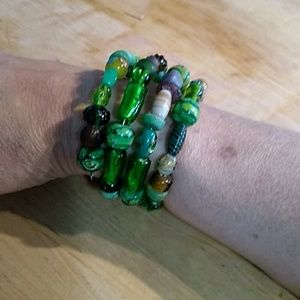 SandRhyme Green Memory Wire Glass Bead Bracelet